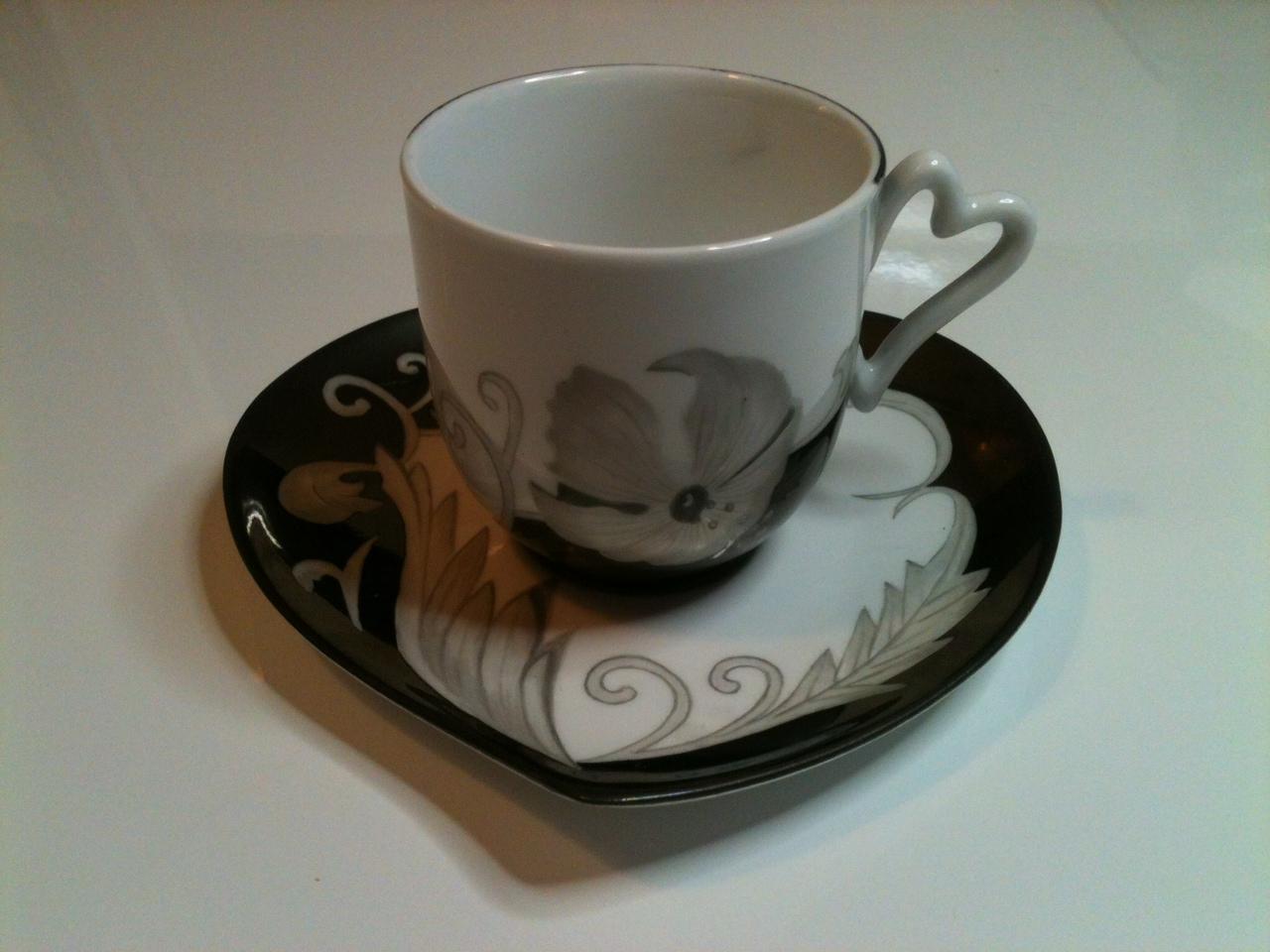 peinture sur tasses sous tasse service caf th. Black Bedroom Furniture Sets. Home Design Ideas