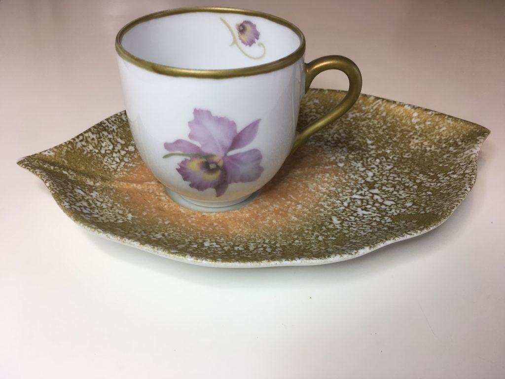 Tasse à café et sous tasse feuille